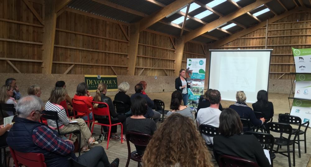 Des professionnels intéressés lors de la présentation du label EquuRES dans le Centre Val de Loire!